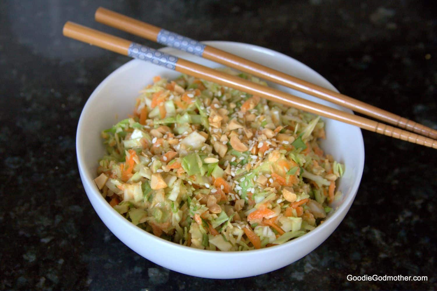This delicious Thai Peanut Salad makes a quick and easy light lunch or side dish! #vegan #healthy