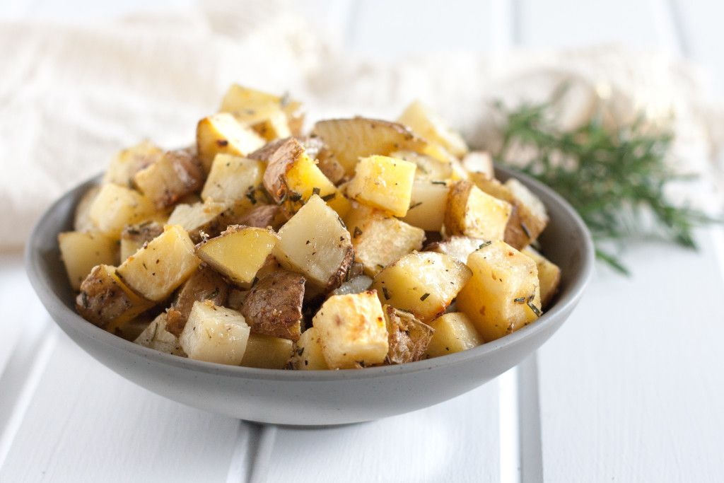 Crazy good rosemary garlic oven roasted potatoes - an easy to make side dish. Recipe on GoodieGodmother.com