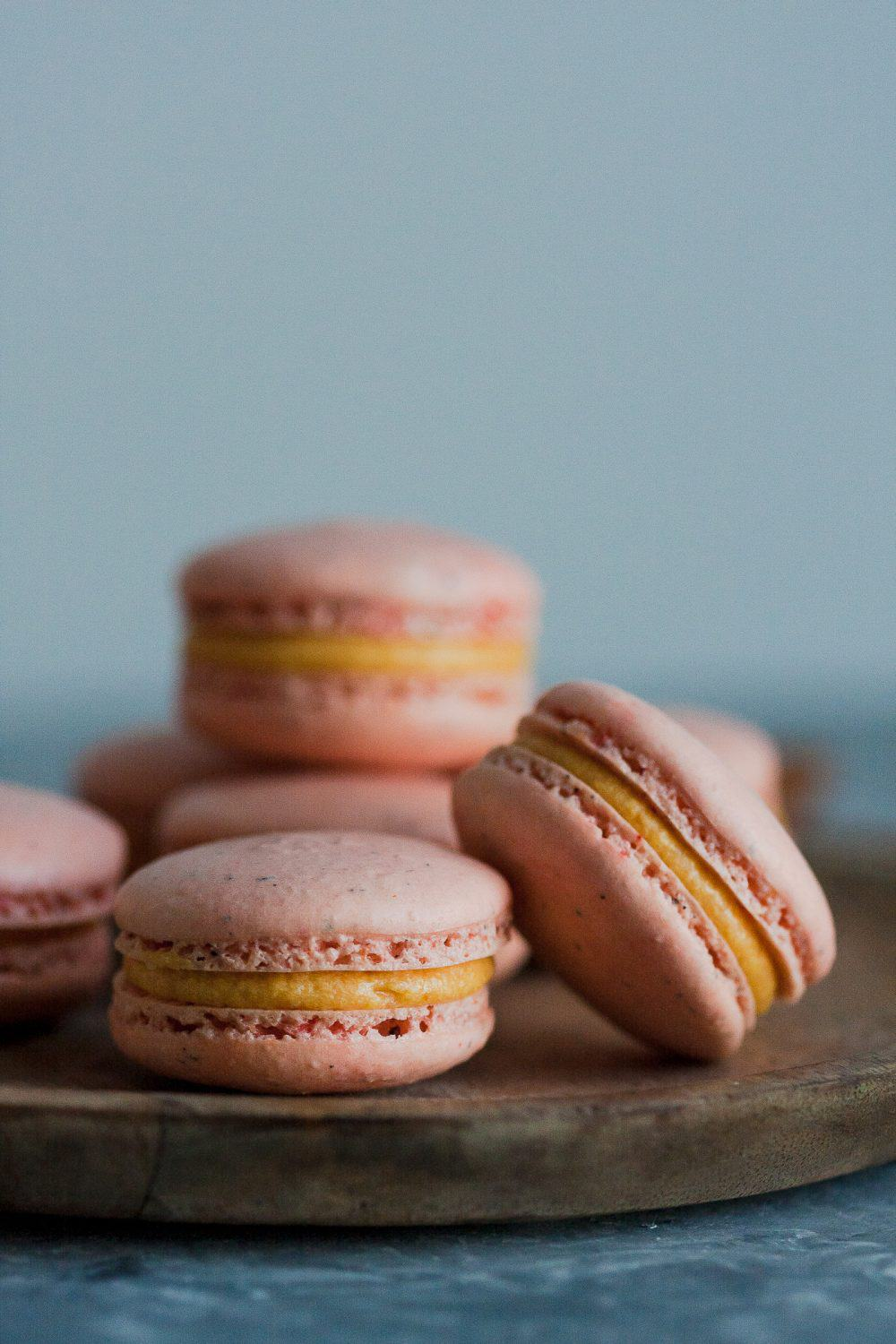 Perfect macarons for fall! Pumpkin chai macarons recipe on GoodieGodmother.com