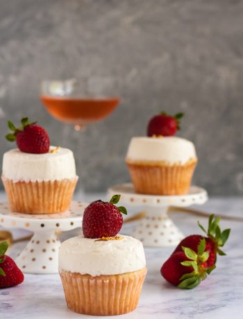 For the sweetest celebrations, break out the bubbly! This recipe for champagne and strawberry cupcakes with a champagne frosting is perfect for when you're feeling effervescent. * Recipe on GoodieGodmother.com