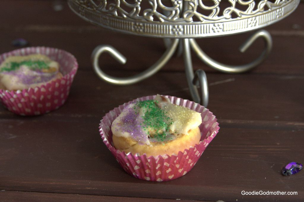 "5 ingredient King Cake ""Cupcakes"""