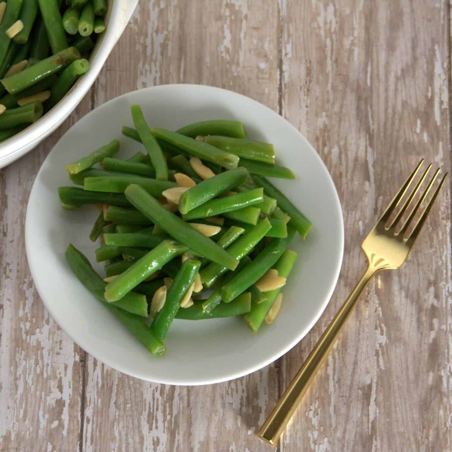 Ban boring green beans! Meyer Lemon Green Beans with Almonds - healthy and so easy to make! #paleo #primal #Whole30