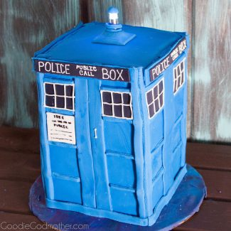 How to Make a Doctor Who Tardis Cake
