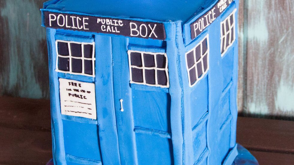 How To Make A Doctor Who Tardis Cake