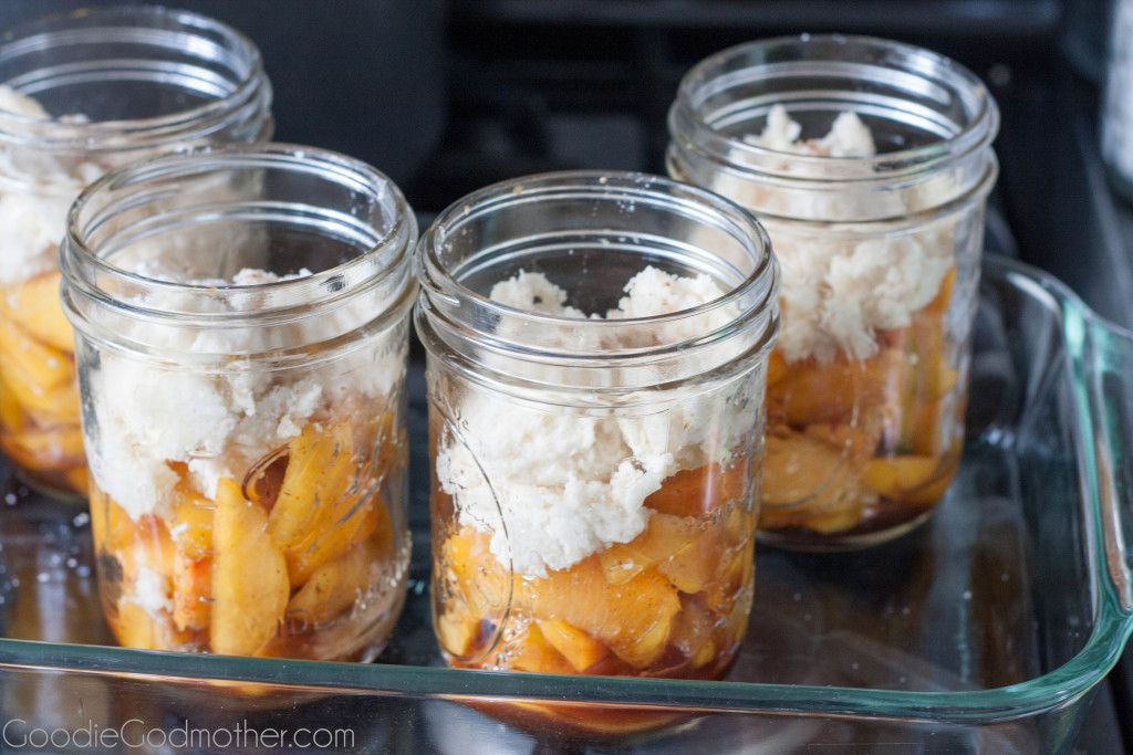 Easy fresh peach cobbler, from scratch! Perfect for summer recipe on GoodieGodmother.com
