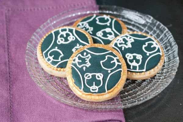 Doctor Who Wedding Cookies Tutorial - The perfect favor or dessert table addition for a Doctor Who wedding, customized with the couple's names in Gallifreyan. Get the tutorial on GoodieGodmother.com