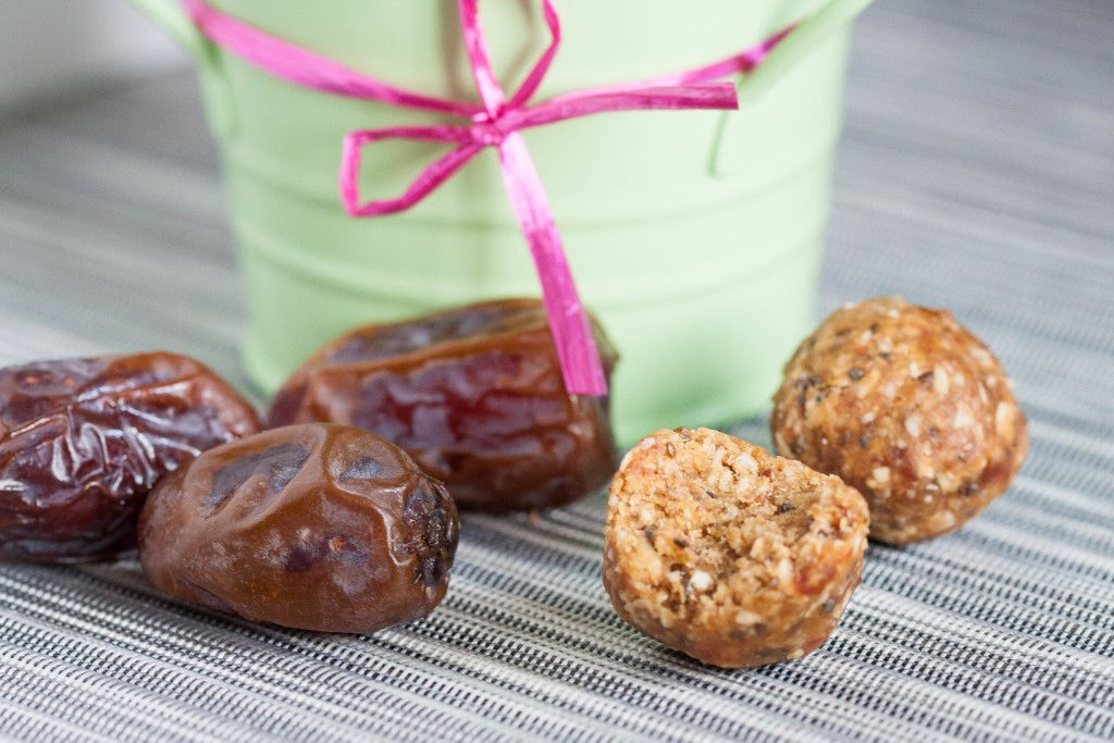 Easy, no bake energy balls are a great pick-me-up snack any time of day. #vegan #nobake Recipe on GoodieGodmother.com