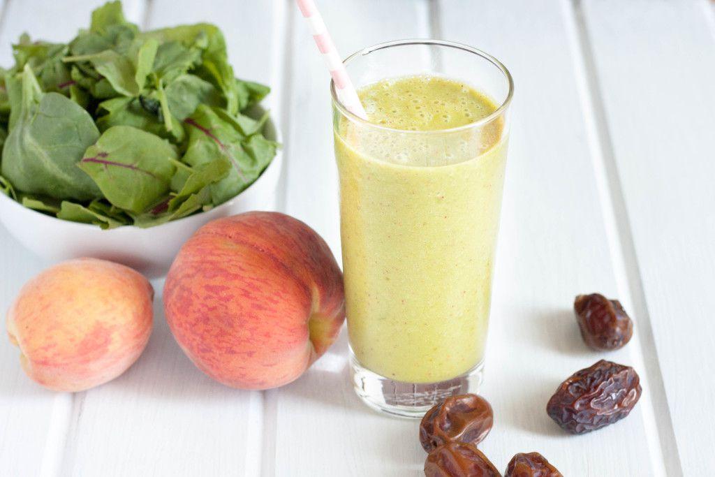 Healthy peach green smoothie recipe. #vegan #dairyfree #greensmoothie