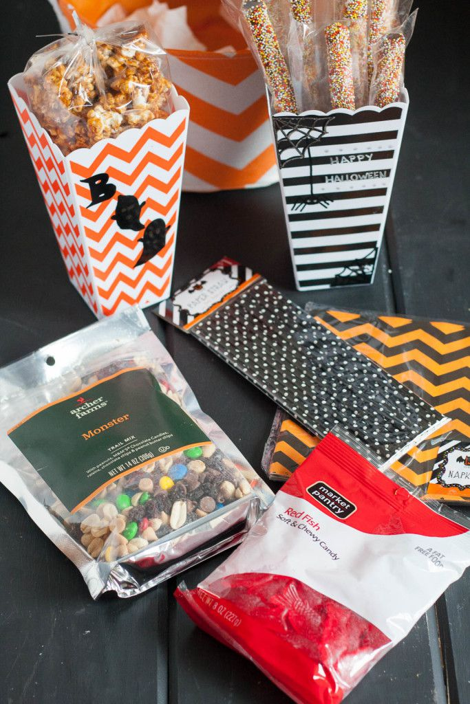 "Who will you ""boo""? Put together a cute movie night present with a personalized, easy, Halloween tutorial, AND get a recipe for an addicting chai tea caramel corn. All the details are on GoodieGodmother.com #BeenBooed #CollectiveBias #ad"