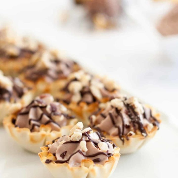 Easy Ferrero Roche Cannoli Cups - This easy bite size dessert comes together in just a few minutes and is always a hit at parties! * Recipe on GoodieGodmother.com