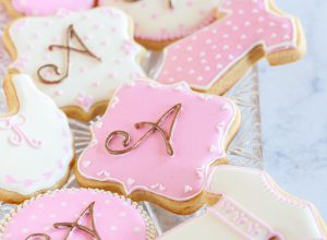 How to Make Monogrammed Sugar Cookies Without A Projector