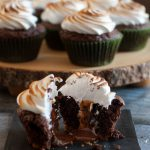 Caramel stuffed s'mores cupcakes... yes, please! This s'mores cupcake recipe has all the flavors of everyone's favorite fireside treat with an extra delicious surprise inside. * Recipe on GoodieGodmother.com