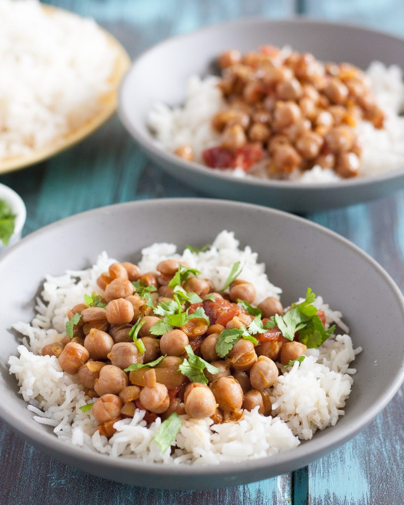 This easy slow cooker chickpea curry is a perfect, economical vegetarian dinner recipe! Recipe includes notes for making this in the Instant Pot too. * GoodieGodmother.com
