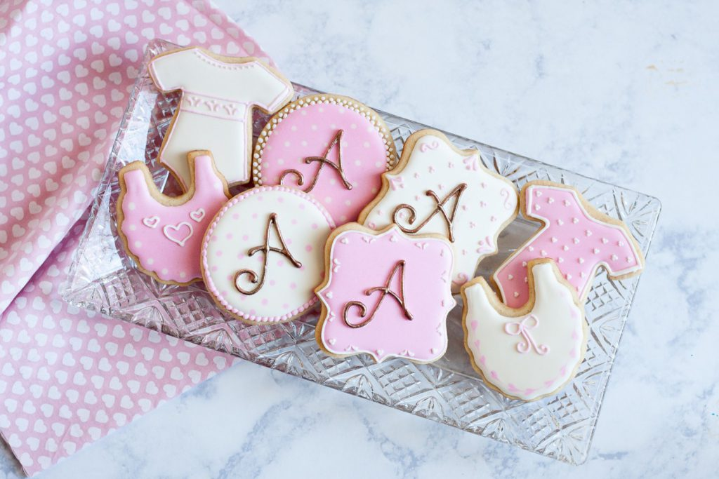 A little creativity and time are all you need to create monogrammed sugar cookies - even if you don't have a projector! This post and video will show you how to make monogrammed sugar cookies without a projector. * GoodieGodmother.com