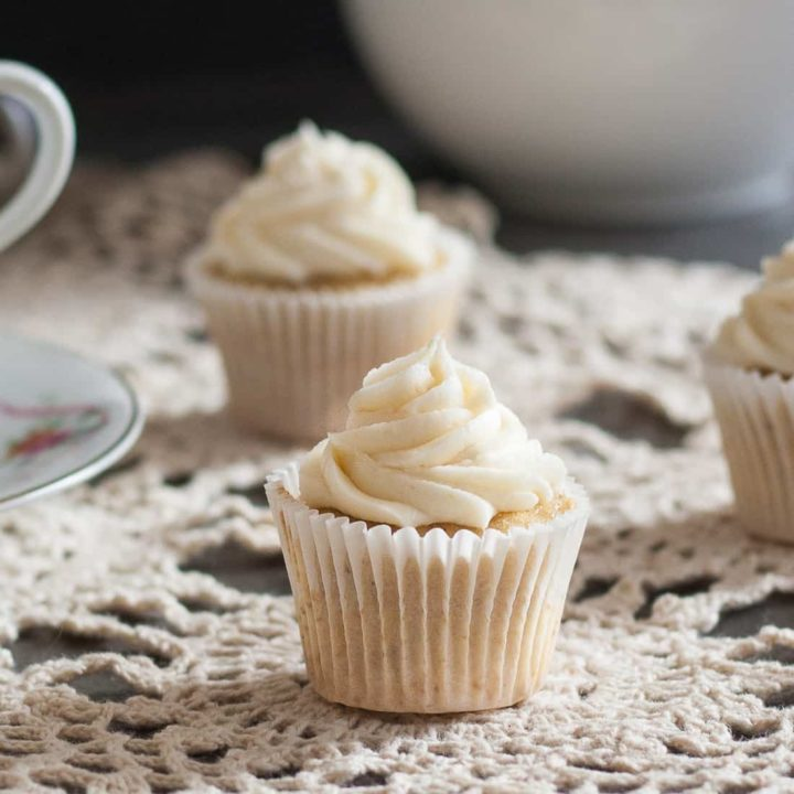 Why just drink your tea when you can eat it too? This recipe for Earl Grey cupcakes with honey buttercream frosting lets you do just that! * Recipe on GoodieGodmother.com