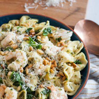 Keep dinner simple with this quick Easy Kale Shrimp Tortellini pasta recipe on GoodieGodmother.com! * #Buitoni #CloserToDinner @BuitoniUSA #ad