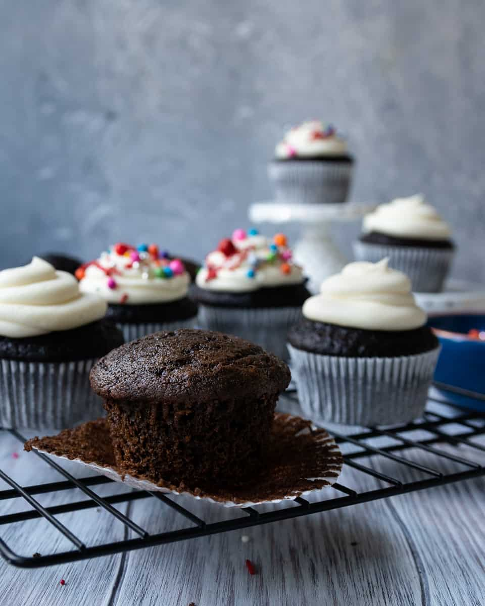 What's the point of chocolate cake if there's not chocolate in the batter? Problem solved with these chocolaty chocolate cupcakes! This perfect chocolate cupcake recipe is the only one I need... * Recipe on GoodieGodmother.com