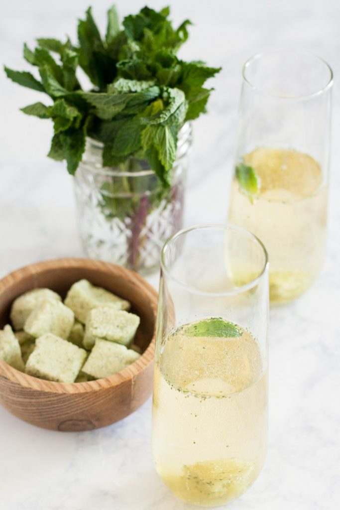 Make these sparkling mint juleps with non-alcoholic cider for a family friendly brunch drink! * Recipe on GoodieGodmother.com
