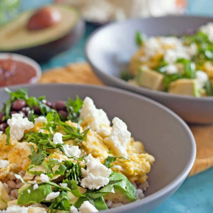 Filling and easy to prepare, these hearty Southwestern Barley Breakfast Bowls make a great whole foods breakfast option. * GoodieGodmother.com