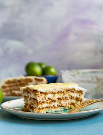 Looking for a no-bake, easy summer dessert to feed a crowd? Look no further than lime icebox cake. Easy to assemble, with all the flavor of a lime (or key lime) pie and none of the work! * Recipe on GoodieGodmother.com #keylime #lime #summerdessert #iceboxcake #nobake #easydessert