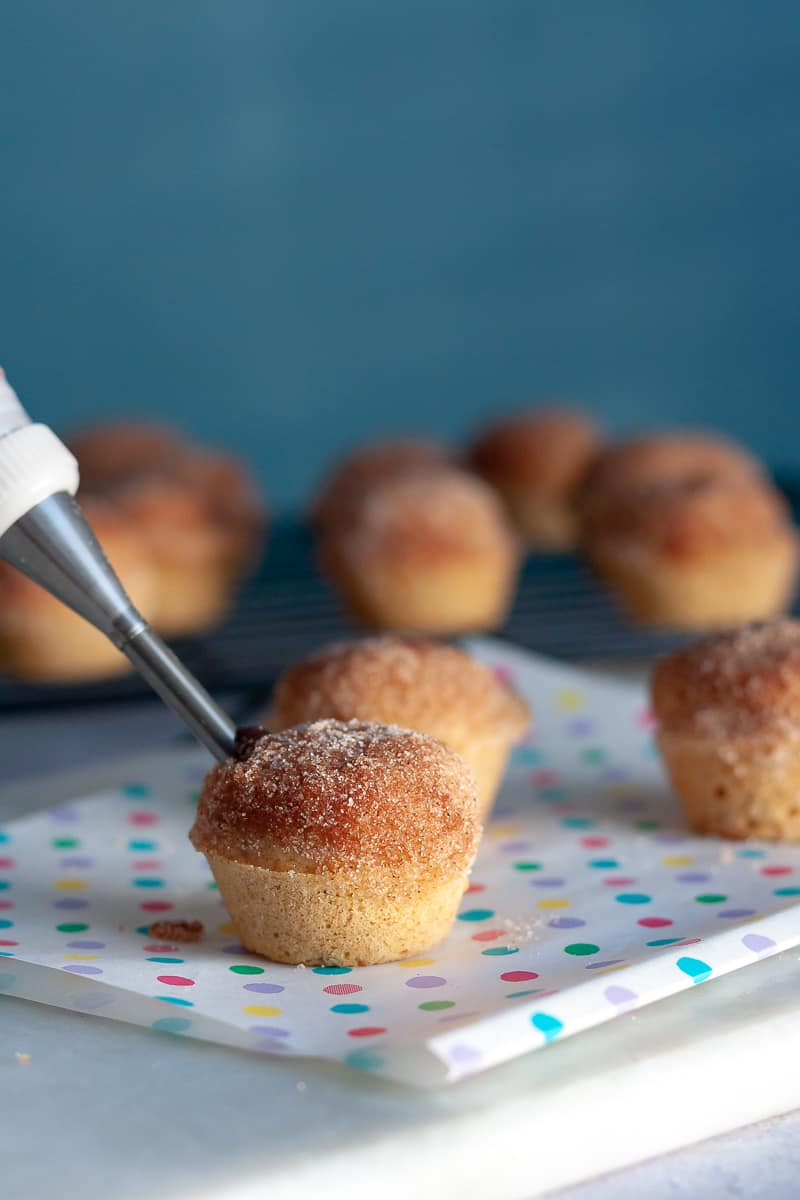Satisfy your breakfast sweet tooth with these easy Nutella Stuffed Mini Donut Muffins! * Recipe on GoodieGodmother.com