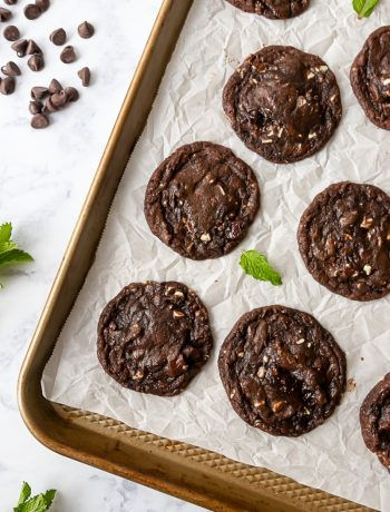 If you're a fan of chocolate, and mint, these double chocolate mint chip cookies need to be on your to bake list!