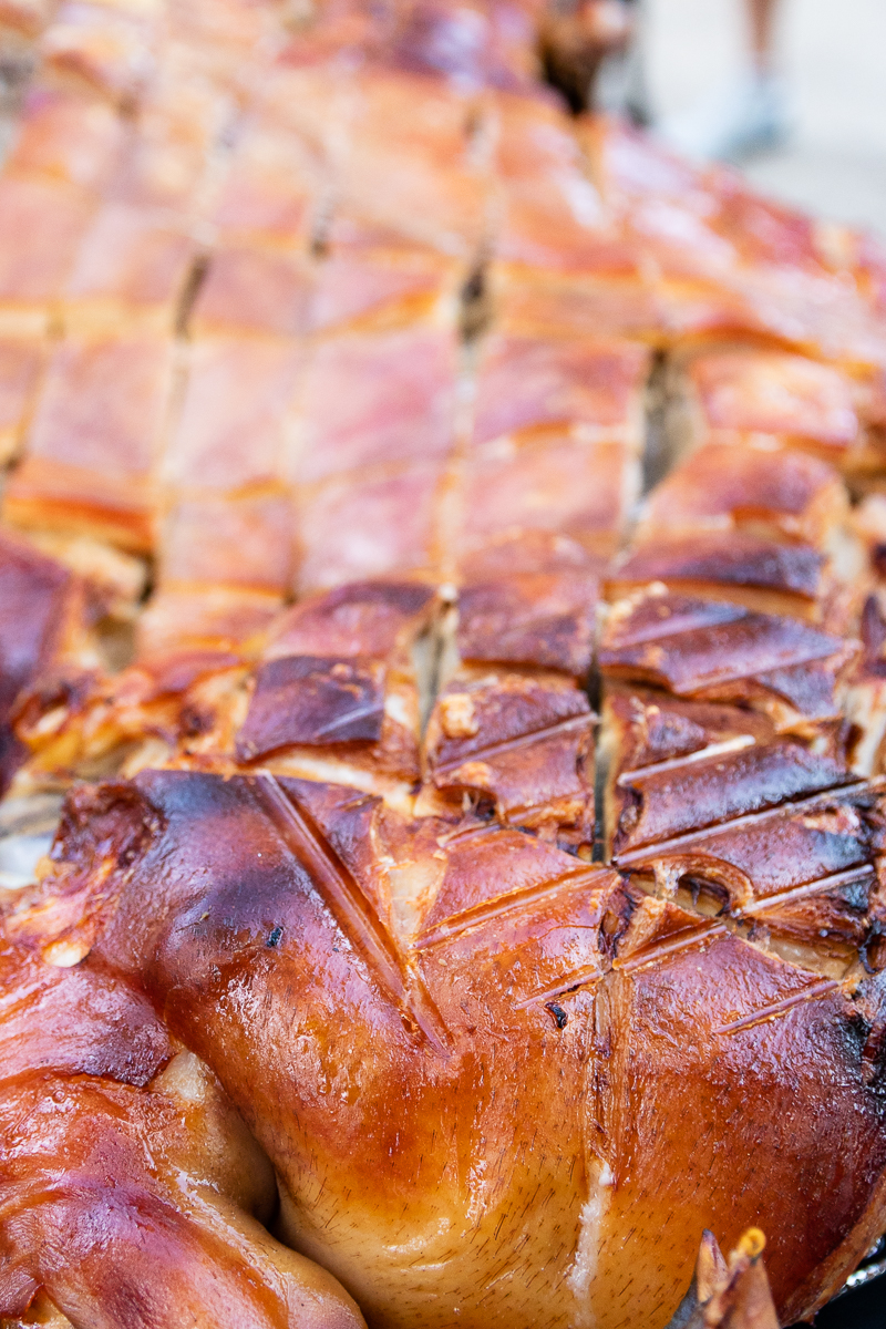 how to get crispy skin on a roasted pig
