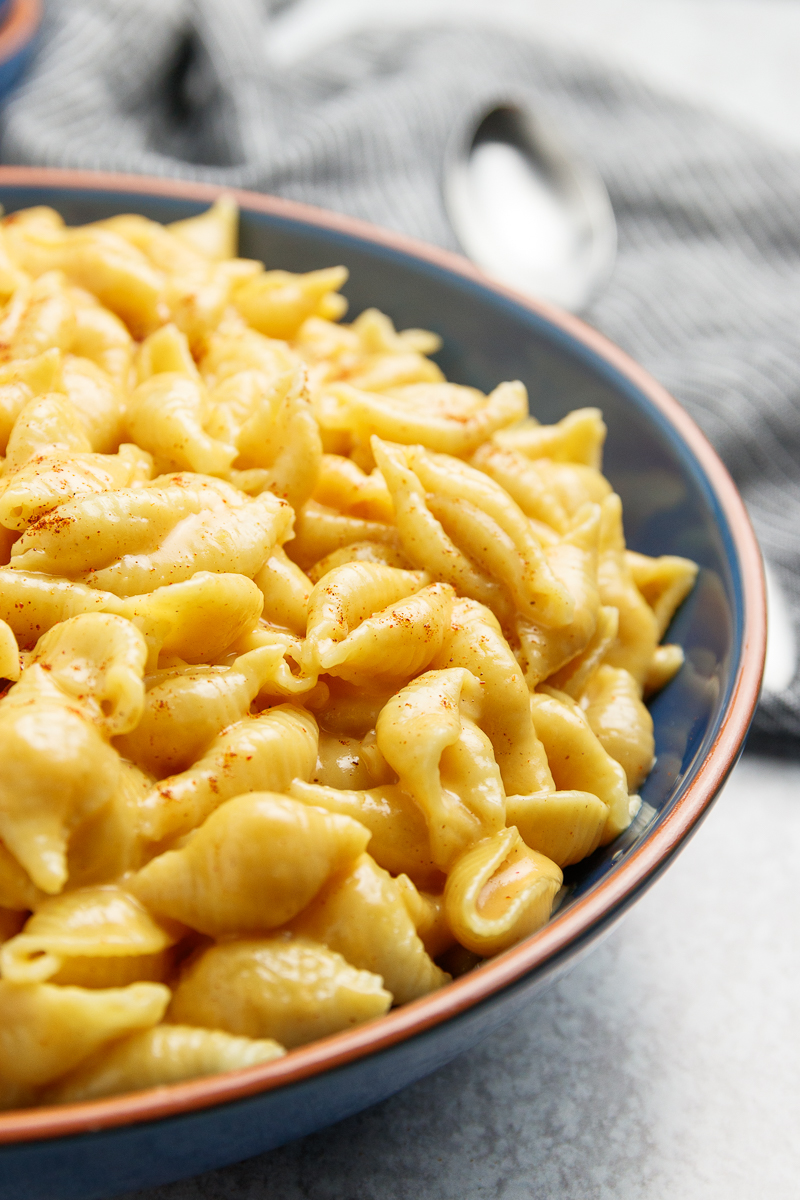 instant pot macaroni and cheese in a blue serving bowl