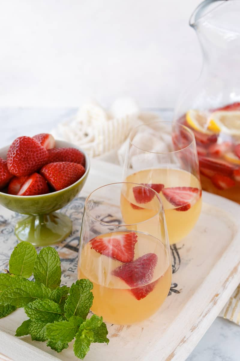 A delicious sparkling summer punch for barbecues!
