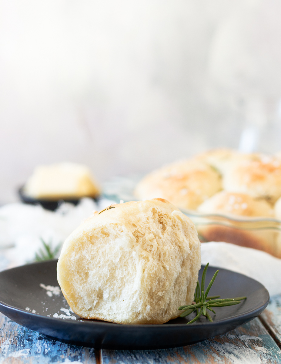 roll on a black plate to show soft and fluffy texture after pulling away from the rest