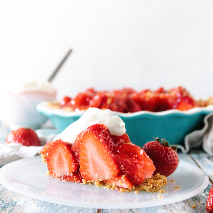 Fresh Strawberry Pie {No-Bake Recipe}